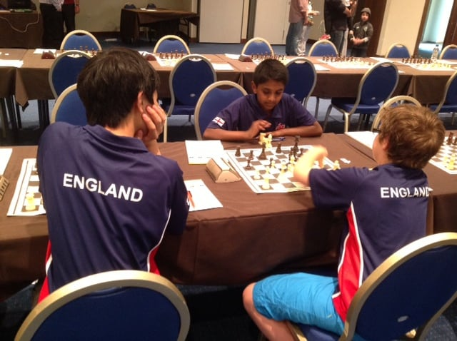 Ananth's last minute coaching session before round 7 ...