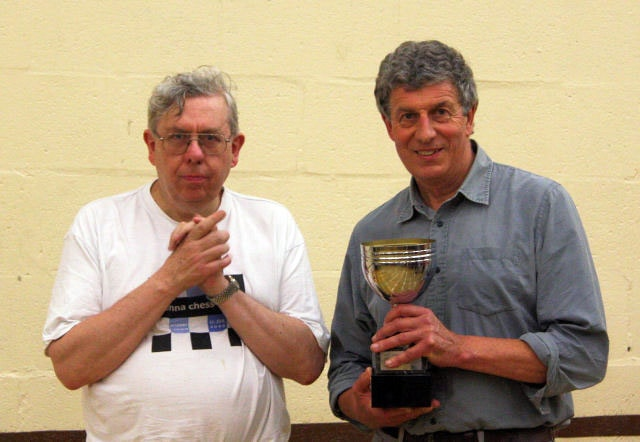 Bob-receiving-U160-trophy