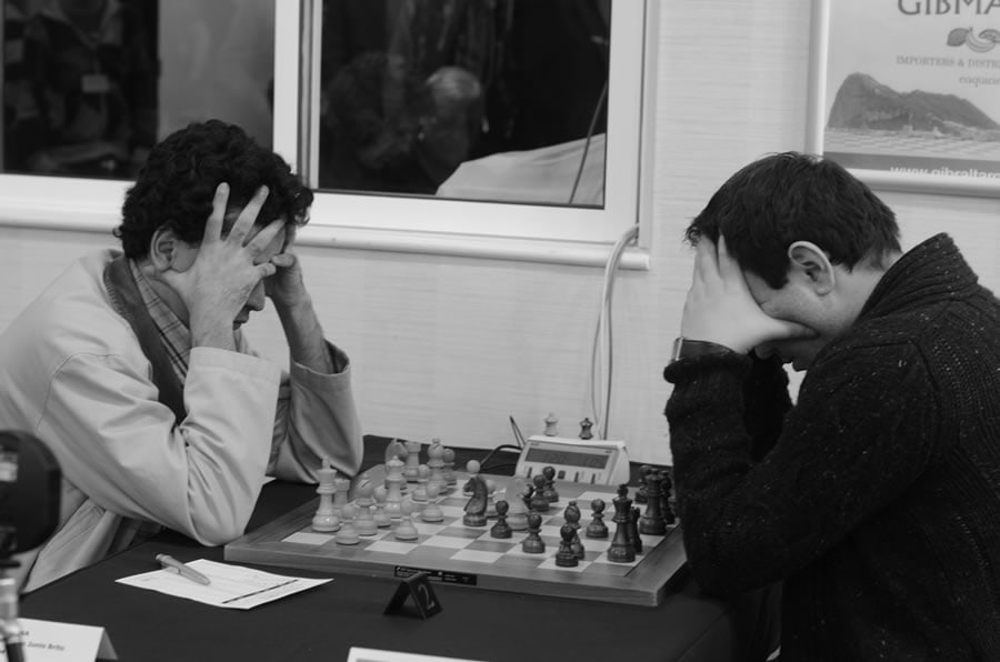 board-2-round-1-molina-and-mamedyarov-dramatic-pose