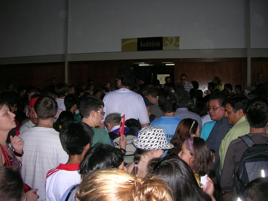 overcrowding-at-the-tournament-hall-in-round-2