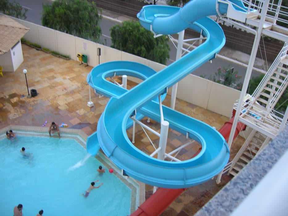 the-hotel-slide-pool